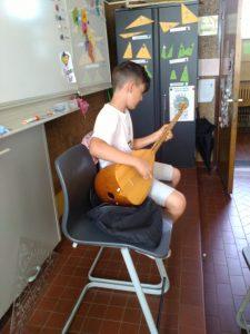 Turkse gitaar in de klas